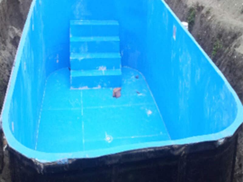 Fabricación de piscina en fibra de vidrio