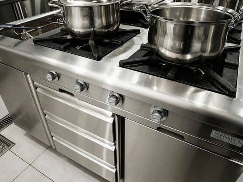 Cocina Industrial con divisiones